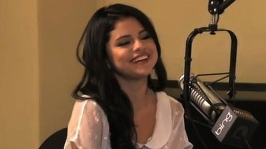 "Video: Selena Gomez on Kiss Cam Moment With Justin — It Was ""So Awkward!"""
