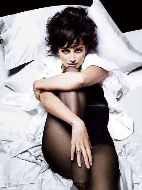 Penélope Cruz smoldered in the November 2009 issue of Vanity Fair. Source: Vanity Fair