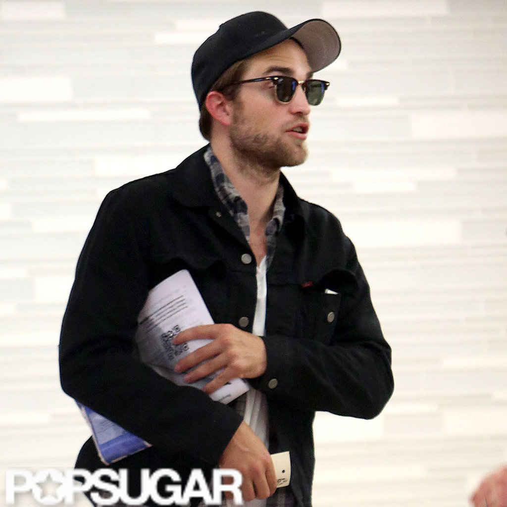 Robert Pattinson wore a black hat.