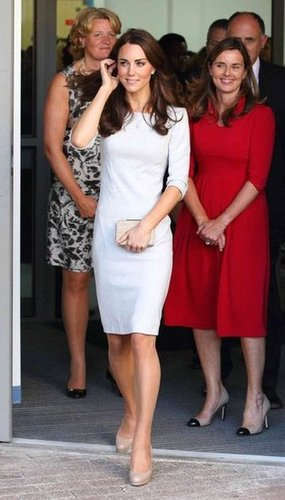 Kate opted for a chic and casual white Amanda Wakeley dress with a structured boxy-shoulder silhouette.