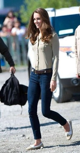 Kate wore J Brand skinny twill pants, a khaki-colored Burberry button-down, and chic flats during her Yellowknife visit.