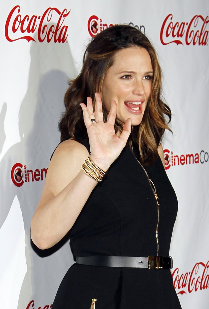 Jennifer Garner waved on the red carpet at the CinemaCon awards ceremony in Las Vegas.