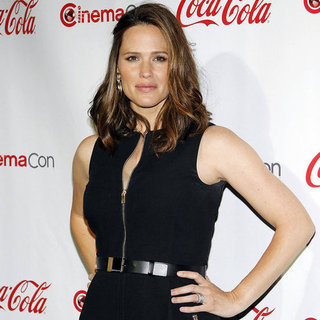 Jennifer Garner Pictures at CinemaCon After Giving Birth