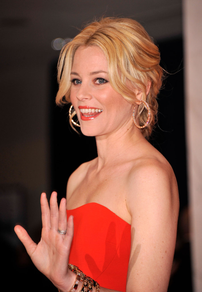 Elizabeth Banks waved to the camer