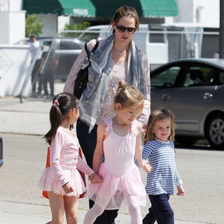 Jennifer Garner Pictures With Sera and Violet at Ballet
