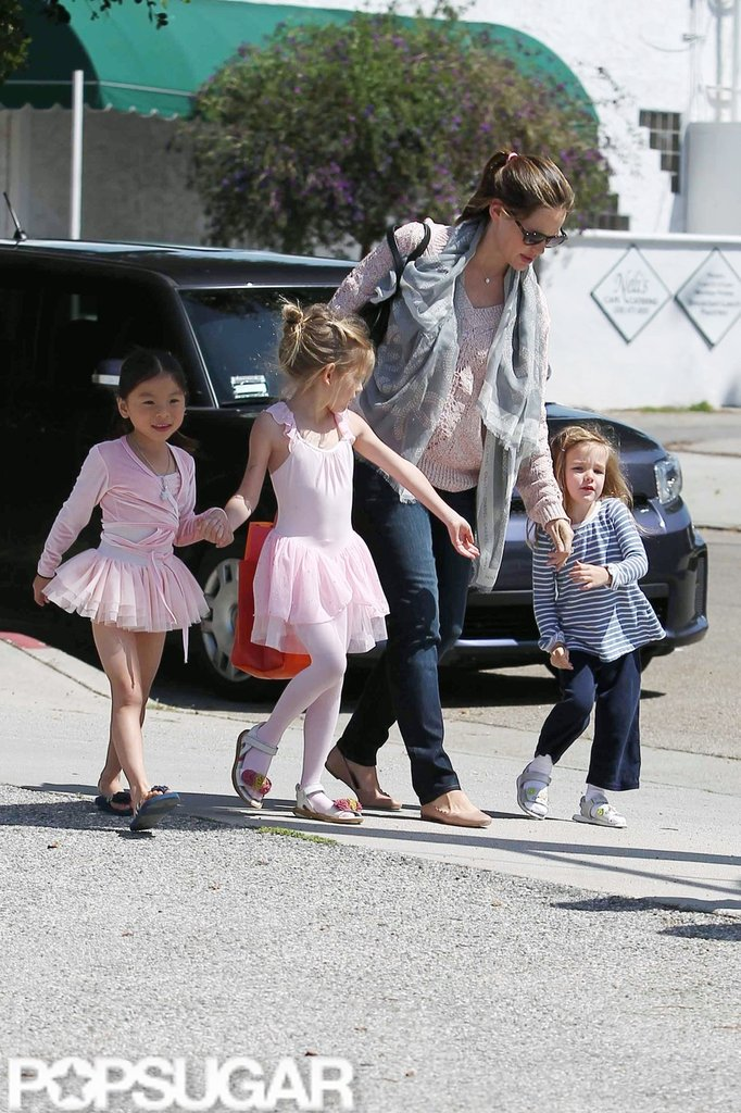 Jennifer Garner picked Violet Affleck up from a ballet class in LA with Seraphina Affleck and a friend.