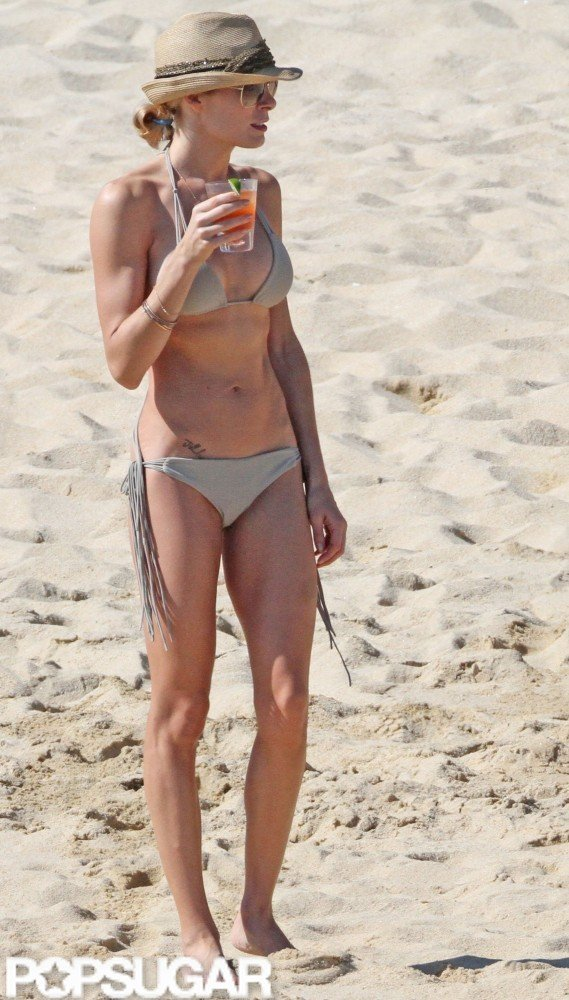 LeAnn Rimes strolled on the beach with a drink in hand during her December 2010 Cabo stay.