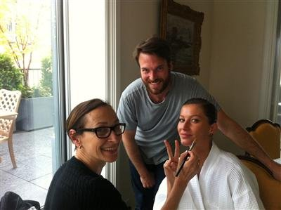 Gisele Bundchen shared photos of her pre-carpet routine. Source: Twitter User GiseleOfficial