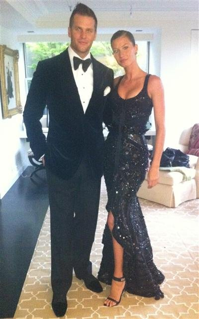 Tom Brady posed for a photo before the bash with his lovely wife, Gisele Bundchen. Source: Twitter User GiseleOfficial