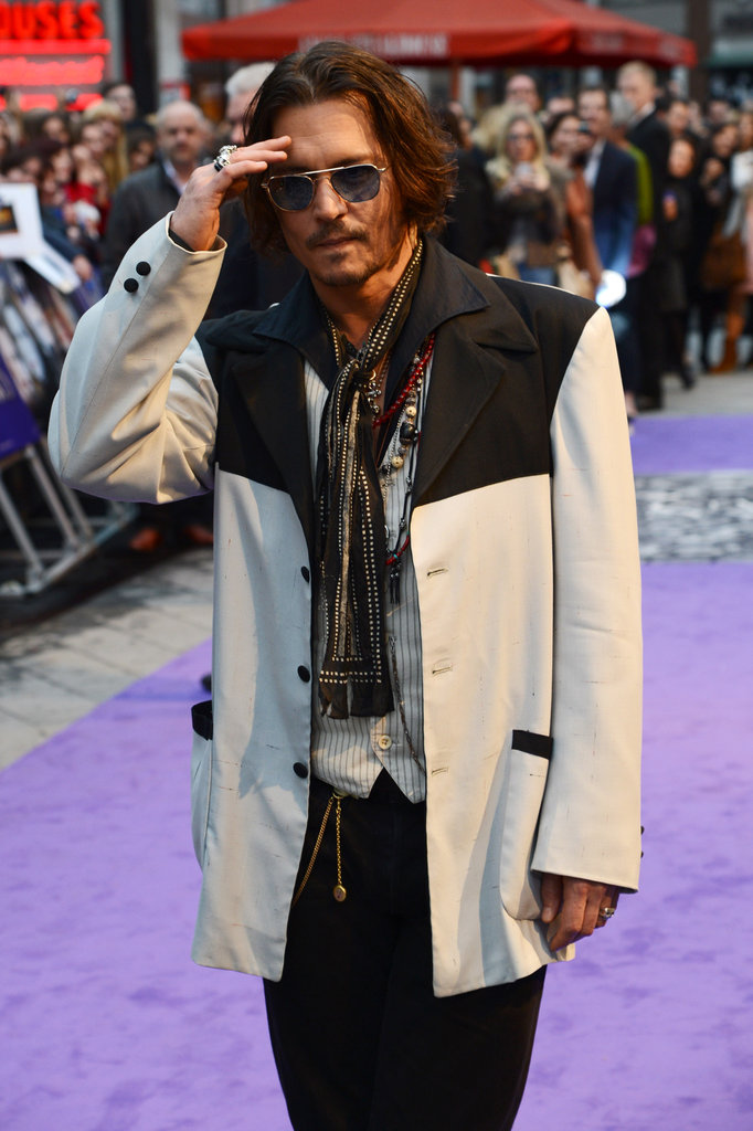 Johnny Depp greeted the fans and press that came out for the Dark Shadows premiere.