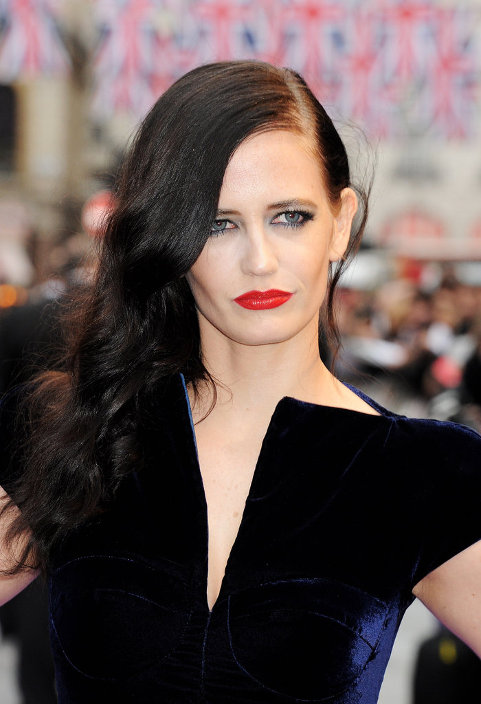 Eva Green posed in character at the Dark Shadows premiere.