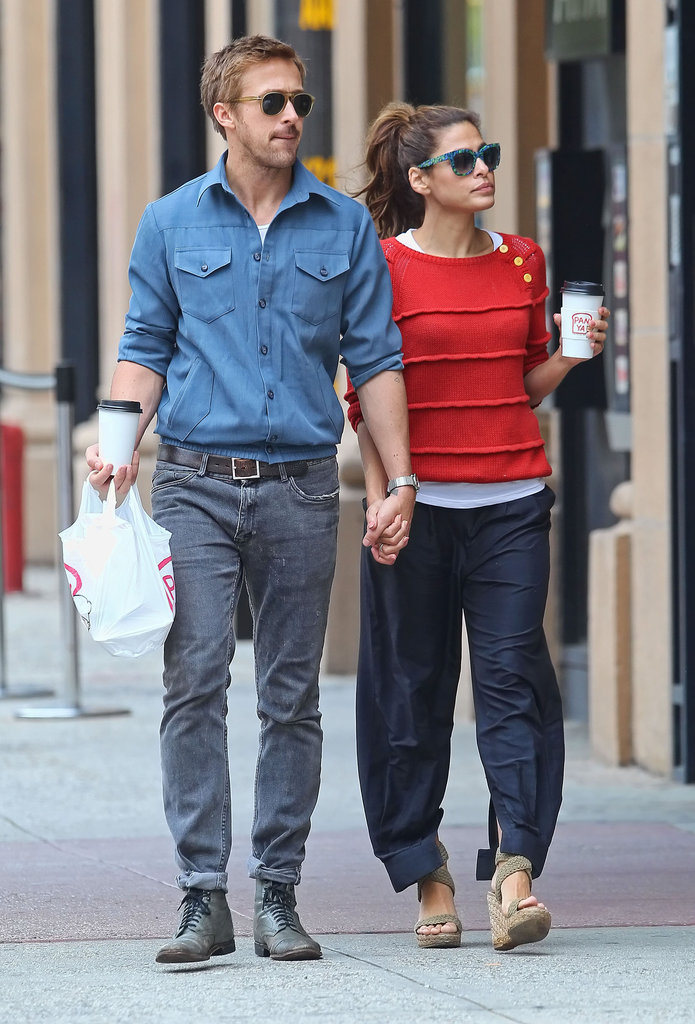 Ryan Gosling and Eva Mendes held hands.