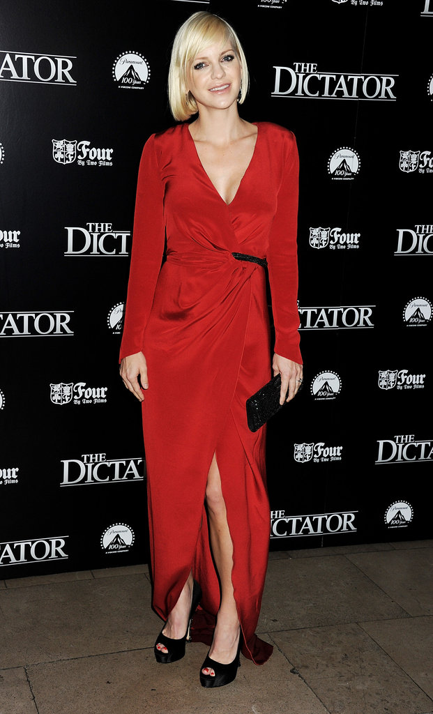 Anna Faris looked gorgeous in red.