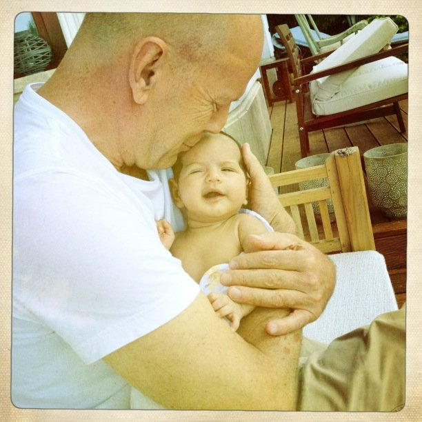 Emma Heming snapped a sweet photo of Bruce Willis with his new daughter Mabell.  Source: Twitter user Emma Heming-Willis