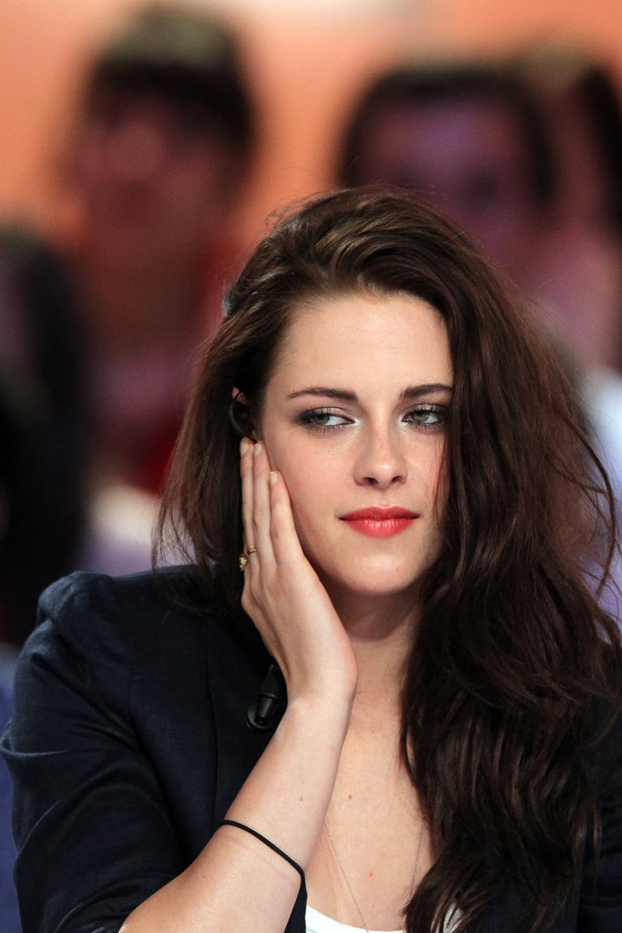 Kristen Stewart appeared on a French talk show.