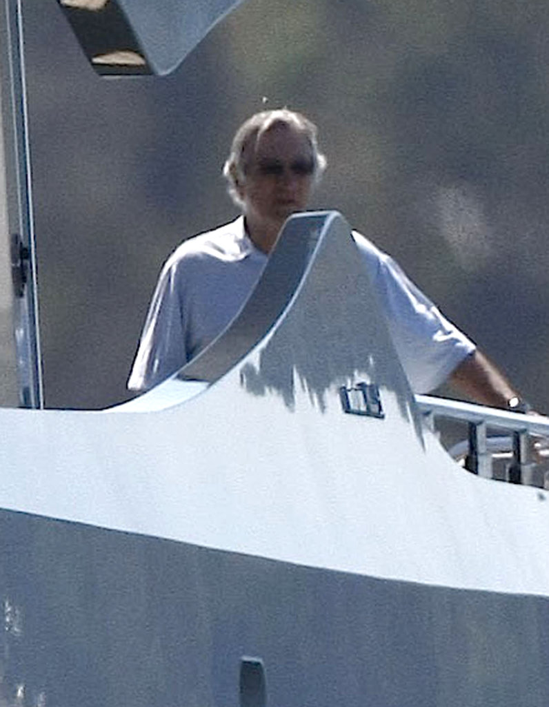 Robert De Niro, his wife Grace Hightower, their son Elliot De Niro loaded onto a yacht in Australia in March 2012.