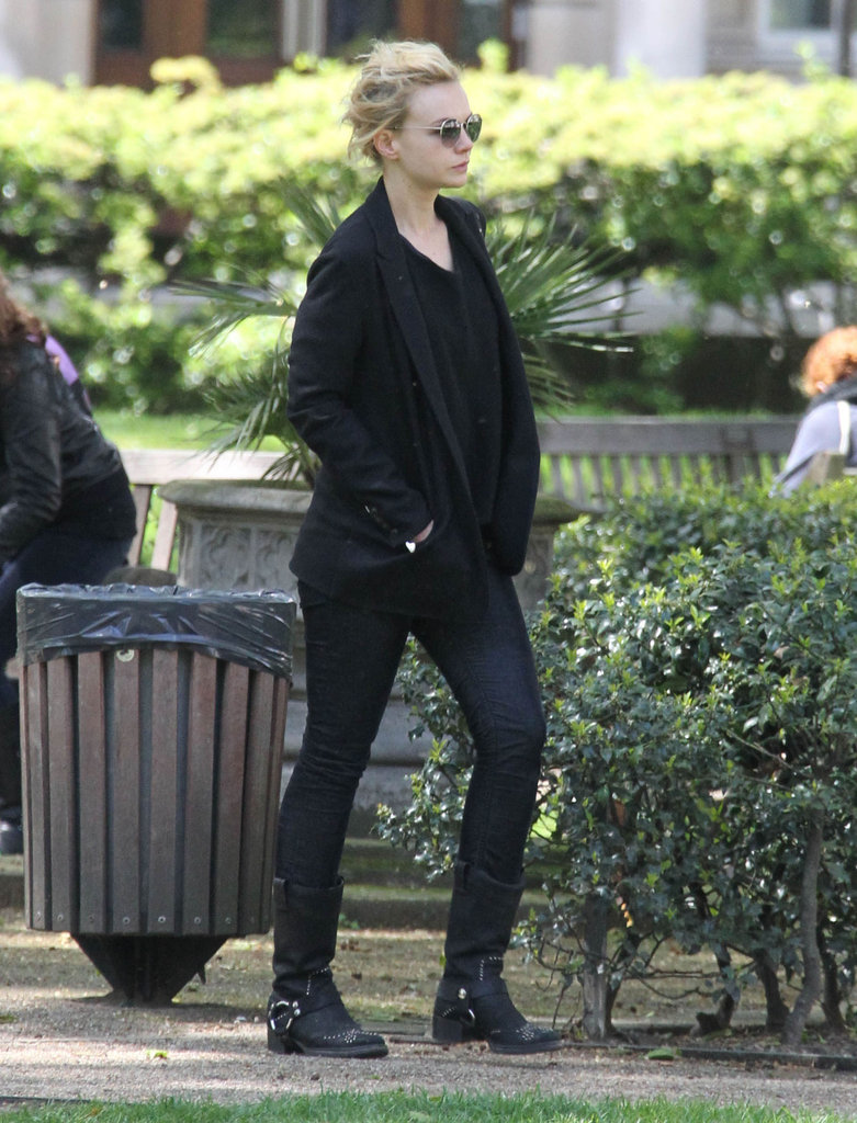 Carey Mulligan took a walk around London solo.