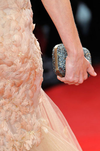 Beautiful feather detailing and a silver embellished clutch? Naomi Watts killed it in Marchesa!