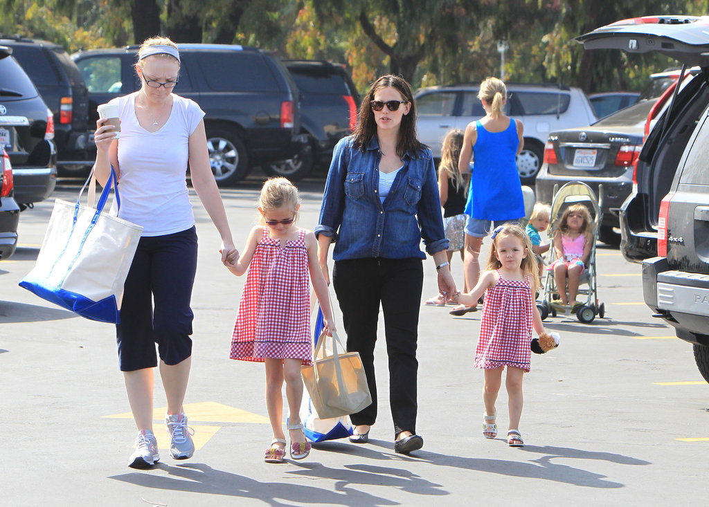 Jennifer Garner, Violet, and Seraphina Affleck headed home with bags of snacks after visiting the farmers market.