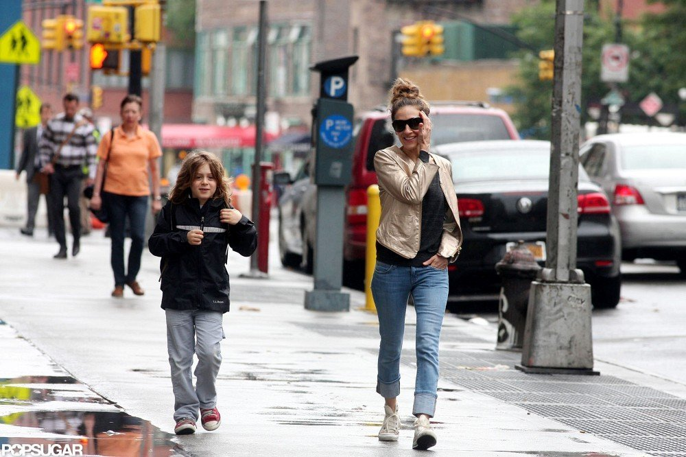 Sarah Jessica Parker walked James Wilkie Broderick to school as they chatted.