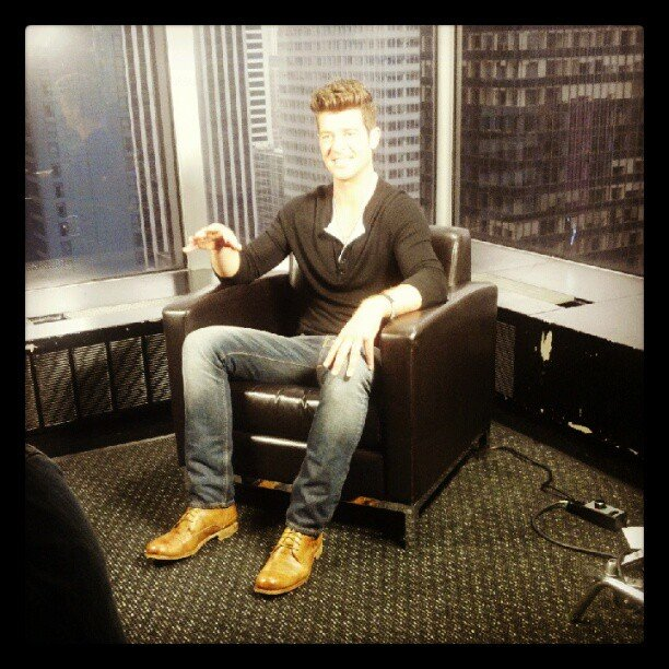 Robin Thicke stopped by the MTV studios to talk about his new show, Duets.  Source: Instagram user mtv