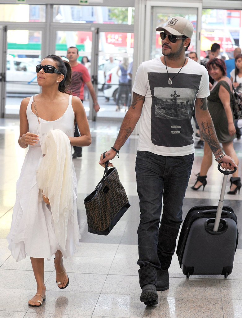 Eduardo Cruz carried the bags while Eva Longoria looked cute in a white dress.
