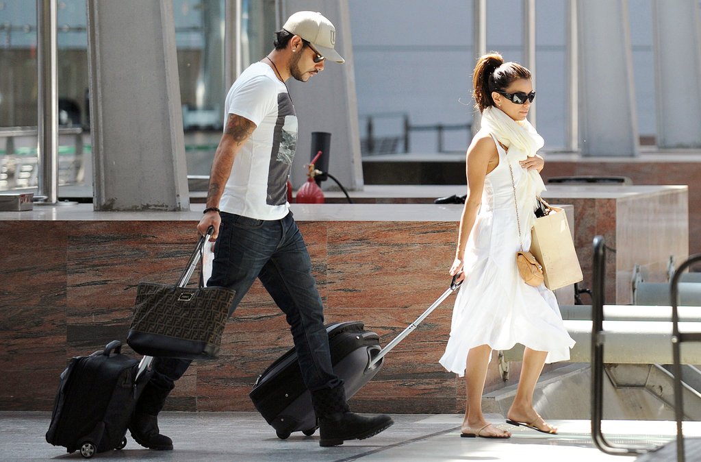 Eva Longoria and Eduardo Cruz dragged their luggage while heading to the train in Spain.