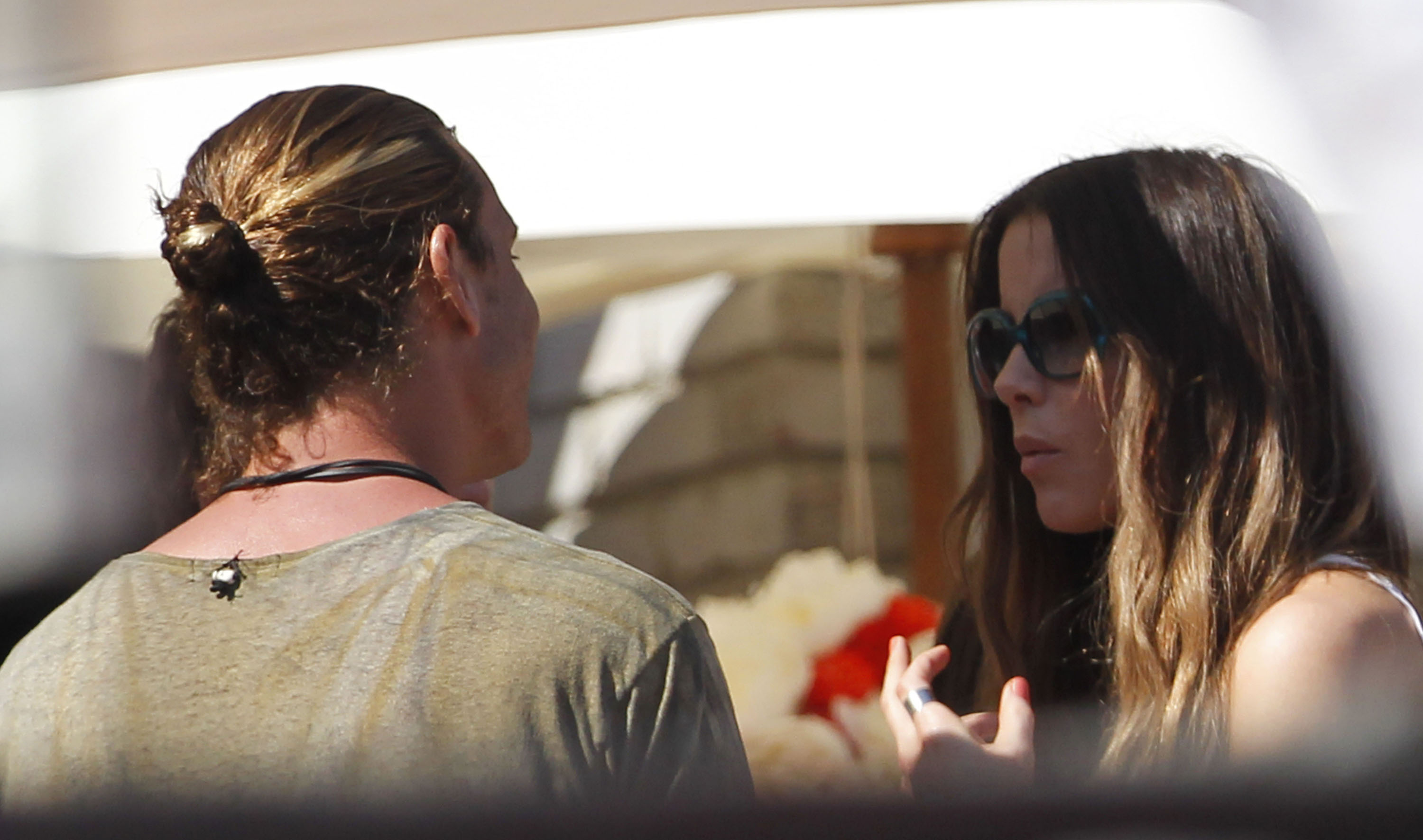 Gavin Rossdale chatted with Kate Beckinsale at a Memorial Day party at Joel Si