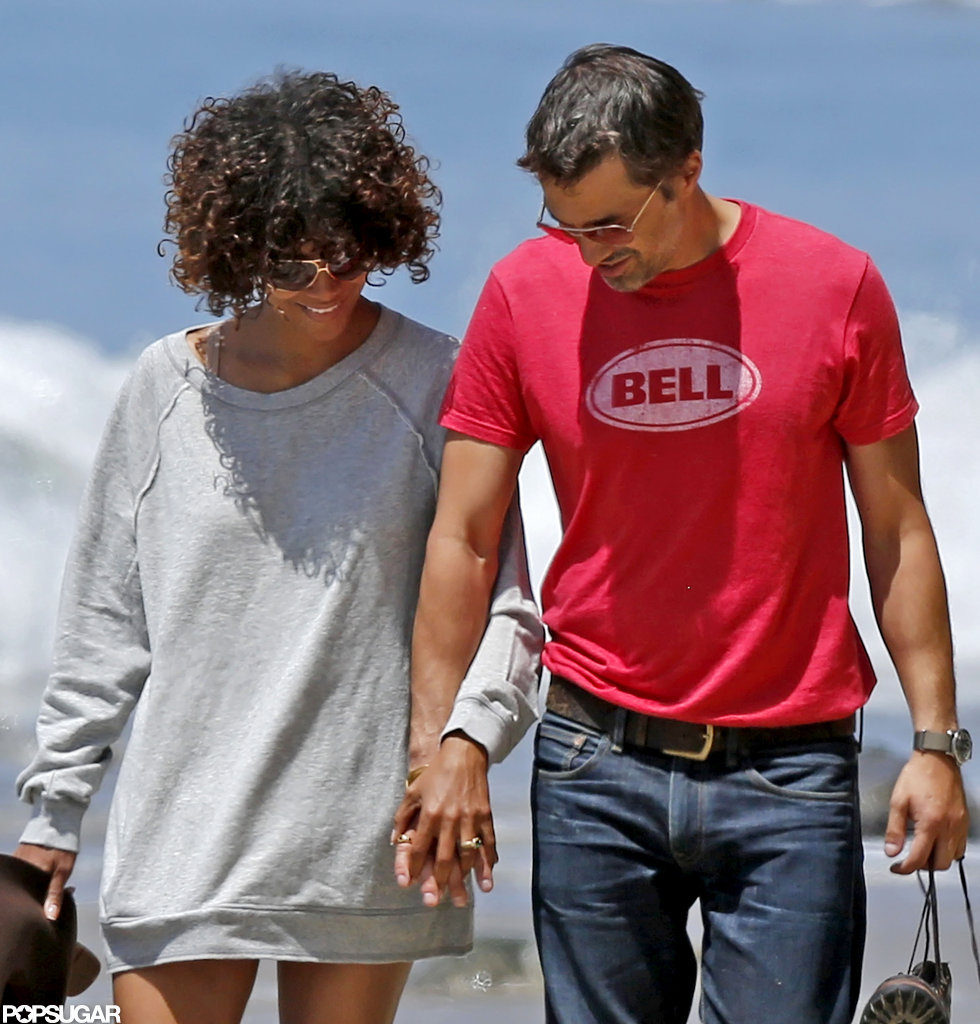 Halle Berry and Olivier Martinez were all smiles as they walked on the beach.