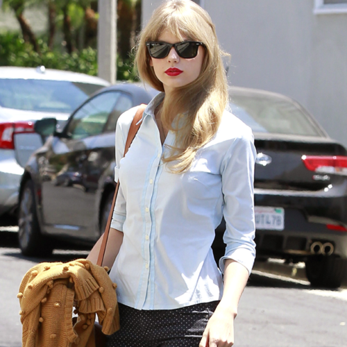 Taylor Swift Does Off-Duty Cool in Printed Pants over the Memorial Day Holiday Weekend: Snoop Her Style