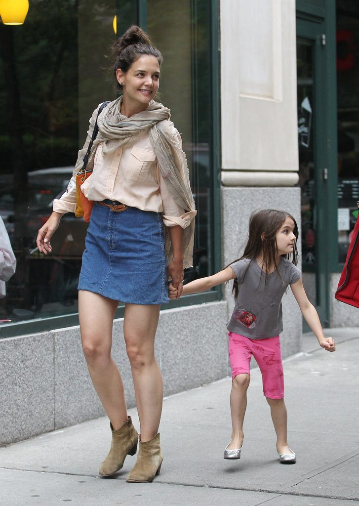 Katie Holmes and Suri Cruise took a walk through the NYC streets.
