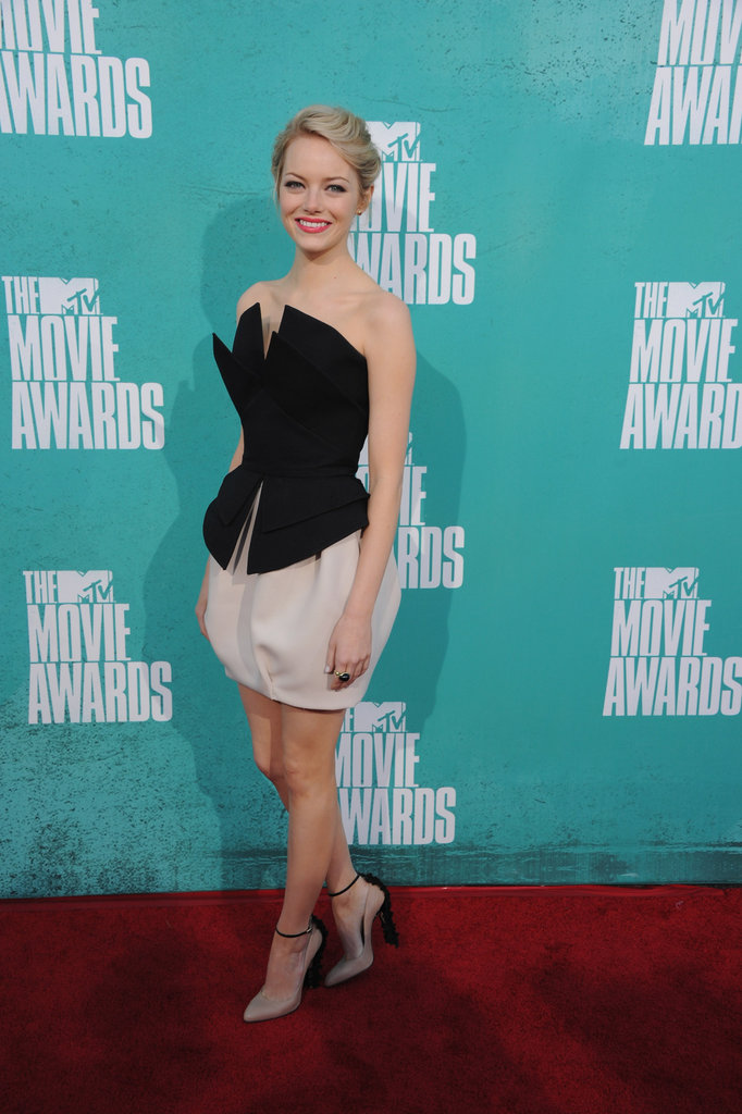 Emma Stone posed at the MTV Movie Awards.