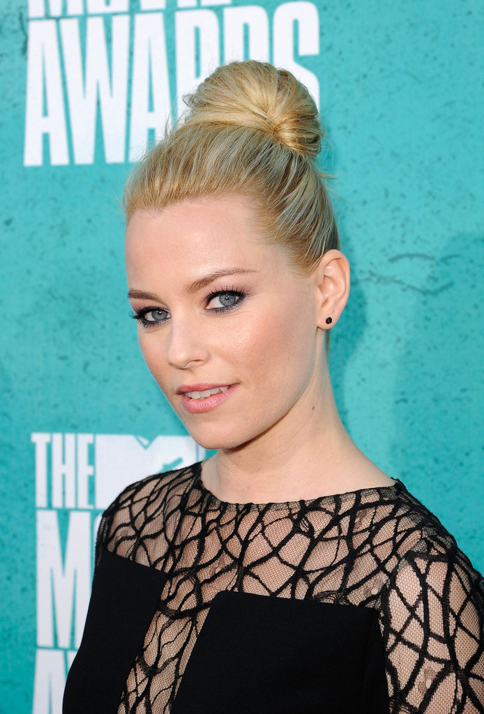 Elizabeth Banks stepped onto the red carpet at the MTV Movie Awards.