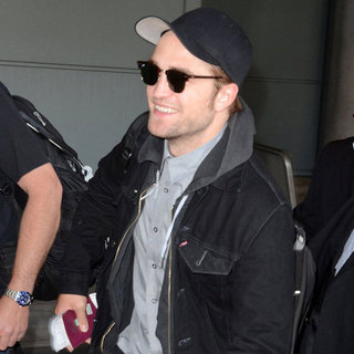 Robert Pattinson at Toronto Airport For Cosmopolis Premiere