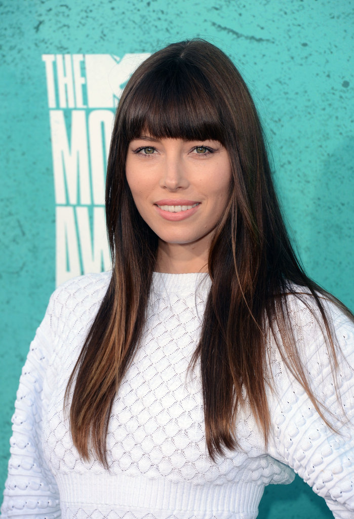 Jessica Biel lit up the carpet in an all white Chanel ensamble.