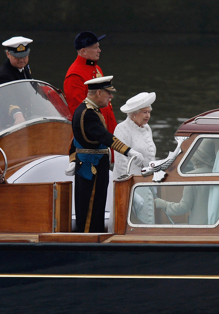 The queen started her journey during the Thames Diamond Jubilee Pageant.