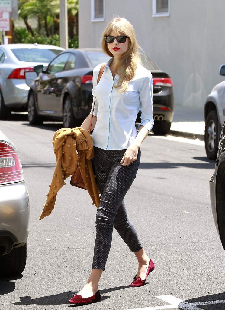 Taylor Swift Yoga Pants Taylor swift looked retro