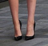 Not Converse today! Kristen opted to wear slick Christian Louboutin pointy-toe pumps for her Today show appearance.