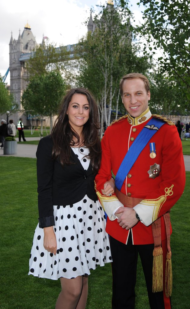 Will and Kate look-alikes make a cute pair.