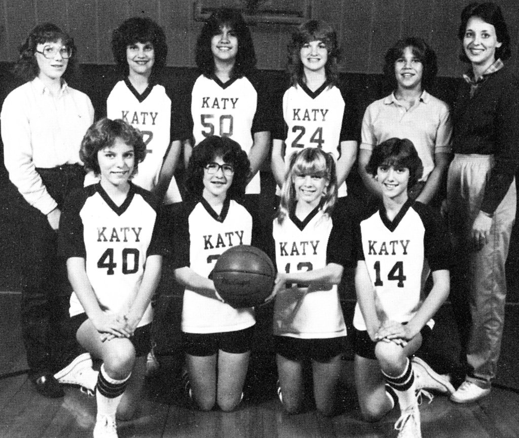 Renée Zellweger was on the basketball team.