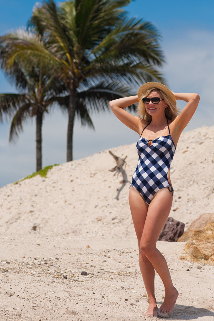 Kirsten Dunst wore a swimsuit in Mexico.