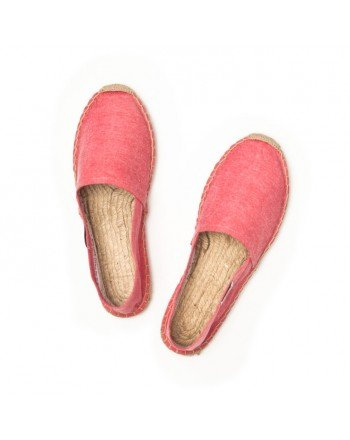 Gift your dad with these old-school espadrilles for the beach, then style him out with rolled-up, broken-in khakis and a polo shirt.  Soludos Red Chambray Espadrilles ($36)