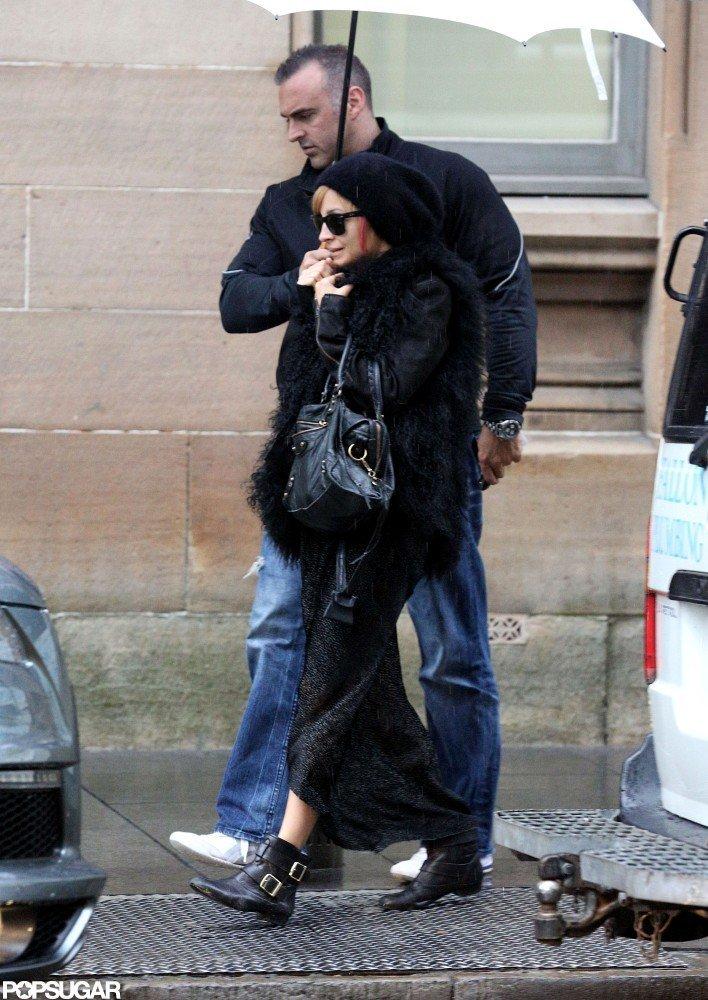 Nicole Richie hid under a white umbrella from the rain in Australia.