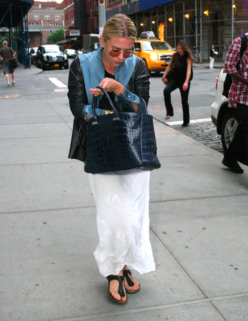 Ashley Olsen carried a blue tote.