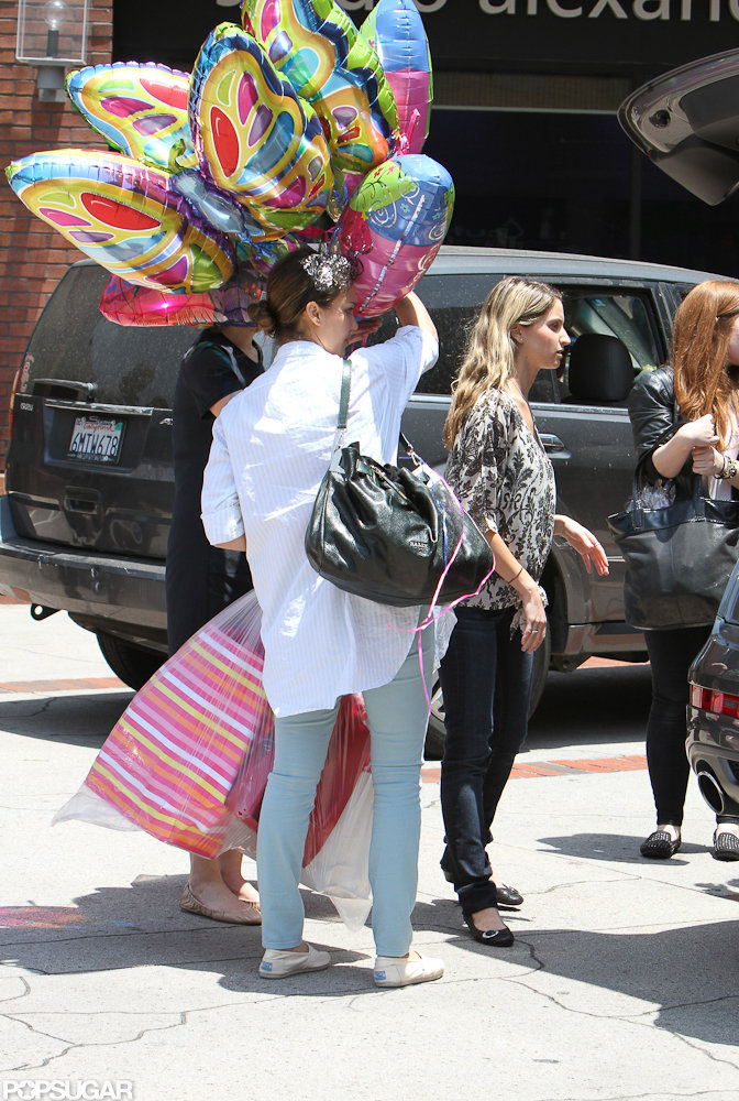 Jessica Alba was loaded down with party decorations.