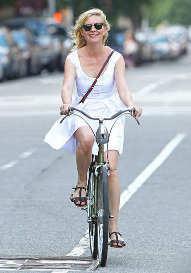 Kirsten Dunst had a picture-perfect moment with all the Summer essentials: LWD, favorite shades, crossbody bag, and, of course, her bike.