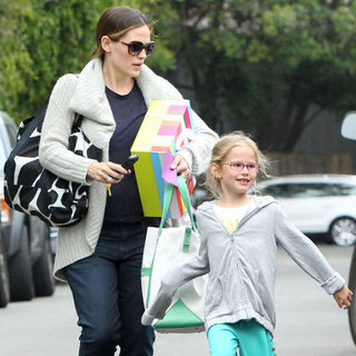 Jennifer Garner Takes Violet Affleck to Party Pictures