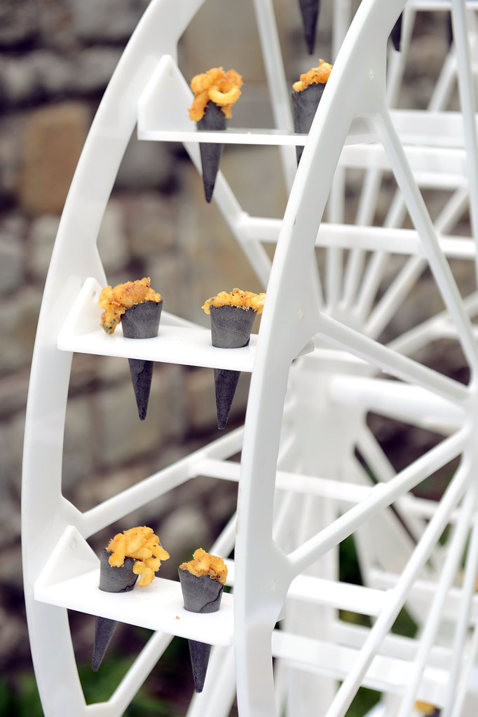 This miniature Ferris wheel made an unexpected display for party snacks — how cute!