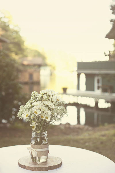 Simple Daisy Centerpieces
