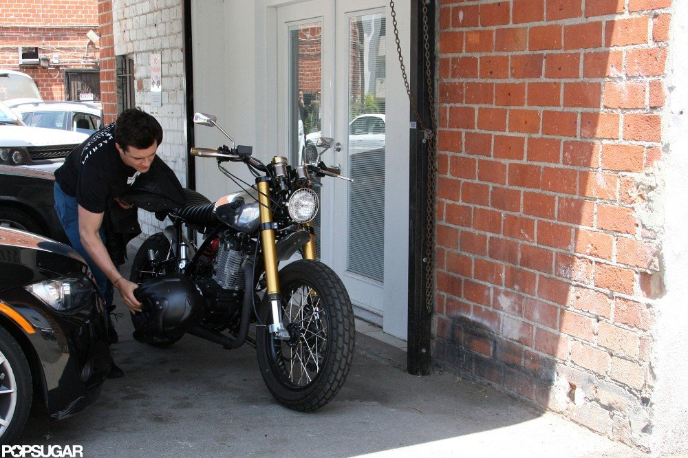 Orlando Bloom parked his motorcycle before heading into the gym.